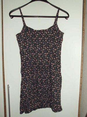 Rosengemustertes kurzes Kleid