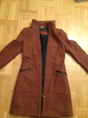 Rostbrauner Mantel von Zara