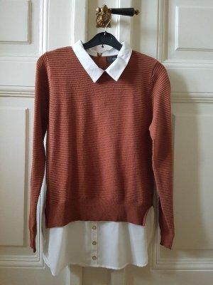 rostbrauner Pullover mit Hemdausschnitten