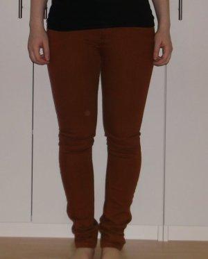 rostfarbene Jeanshose