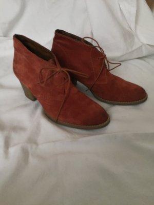 Rostrote Ankle Boots von Tamaris