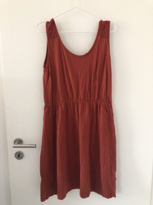 Rostrotes Sommerkleid