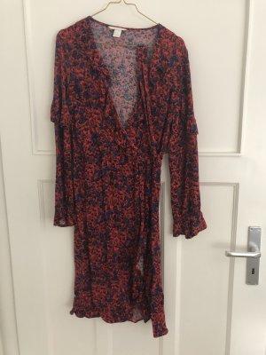 Rot gemustertes Wickelkleid von H&M