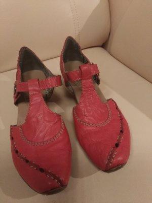 Rot, ja rot sind alle meine Schuhe ...