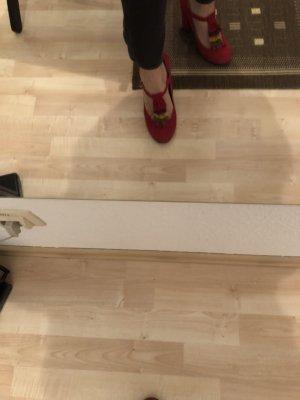 Sandalo con tacco rosso scuro