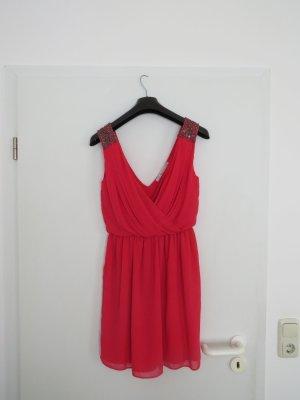 Rot-pinkes Cocktailkleid mit Schulterpailletten