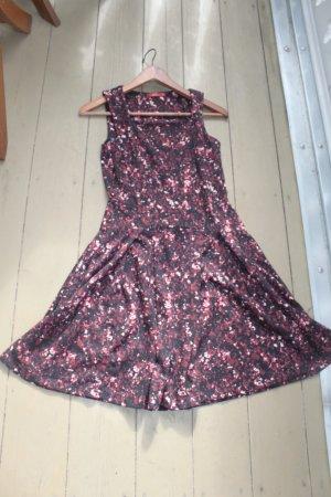 rot-schwarz-weiß gemustertes Kleid von Esprit, Gr. 34