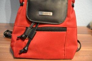 rot schwarze kleine tasche