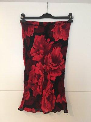 Rot schwarzer Blumenrock