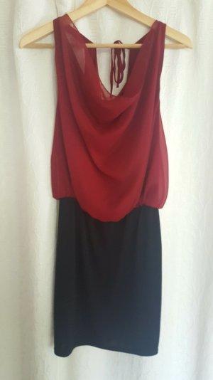 rot-schwarzes Kleid mit Wasserfall-Ausschnitt