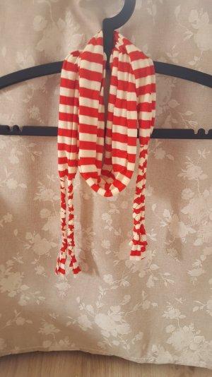 Rot-weiß gestreiftes Tuch mit geflochtenen Fransen