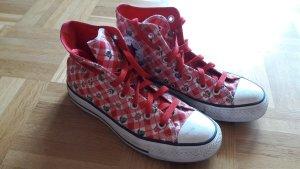 Rot-weiß karierte Converse All Stars mit Früchte-Muster
