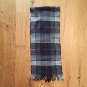 Rot, weiß und grau karierter Schal aus Wolle