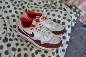 Rot-weiße Nike AirMax