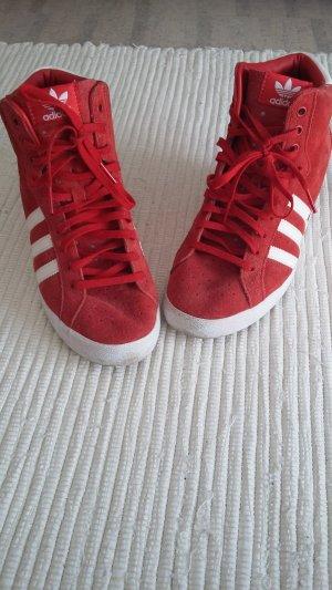 rot-weiße Sneakerwedges von Adidas