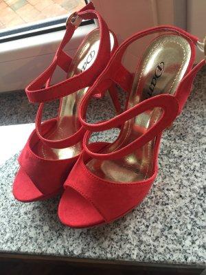 Rote Absatzschuhe High-Heels