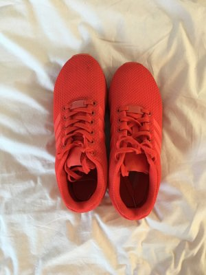 Rote Adidas Flux
