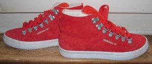 Rote Adidas Turnschuhe