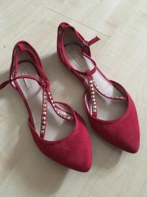 rote Ballerinas mit Nieten