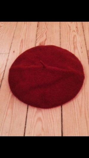 Rote Baskenmütze