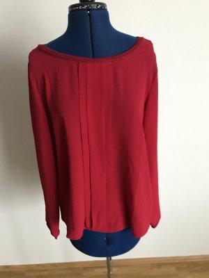 Rote Bluse mit Plisseefältchen