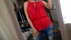 Rote Bluse mit rückenfreien Ausschnitt