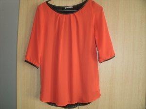 Rote Bluse mit schwarzem Rückenteil 34