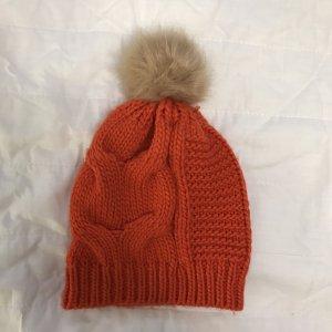 Cappello con pon pon rosso-color cammello
