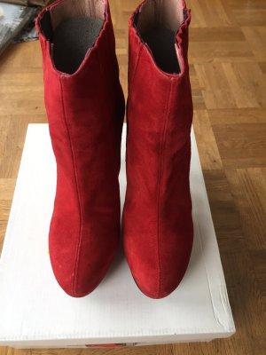 Rote Bootis von Emma & Jade