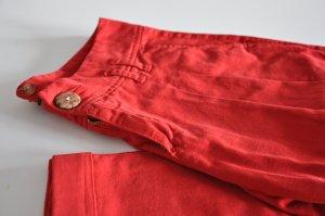 rote Chino mit Bundfalten von ZARA Trf
