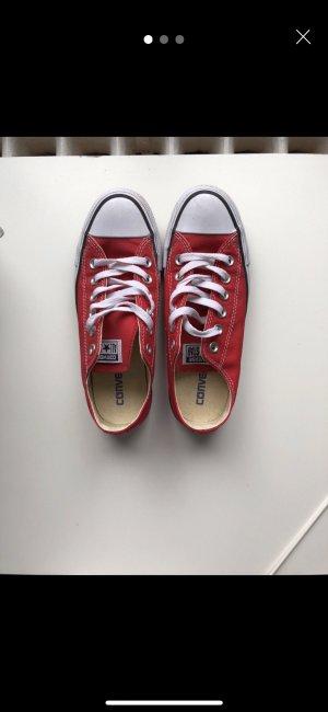 Rote Converse