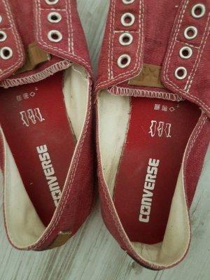 rote Converse in der Größe 40,5