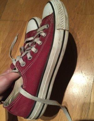 Rote Converse in Größe 38
