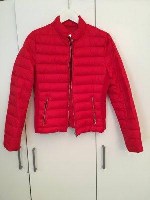 Rote Daunenjacke Zara
