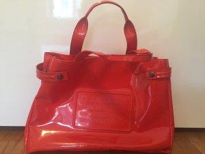 Rote glänzende Armani Tasche