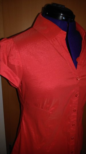Rote glänzende Kurzarmbluse