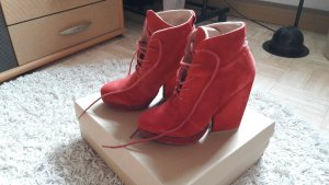 rote high heel Stiefelette
