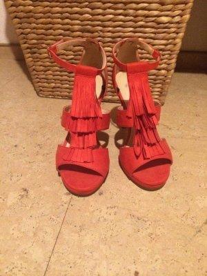 Rote High-Heels mit Fransen