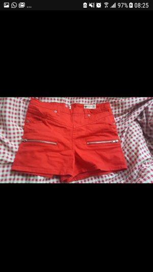 Rote Hotpants