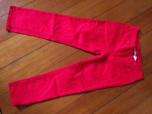 rote Jeans von John Baner