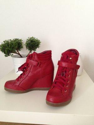 Rote Keilabsatz Sneaker Schuhe