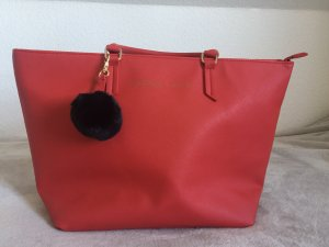 Rote Kendall + Kylie Tasche