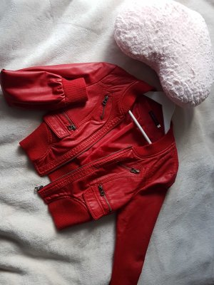 Rote kurze Lederjacke