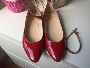 Rote Lack Ballerina mit riemchen