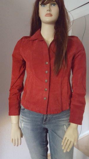 Rote Lederjacke im Blazerstyle