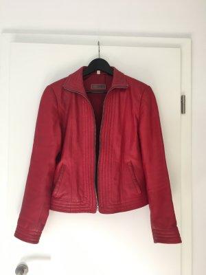 Rote Lederjacke von Cabrini