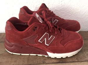 rote New Balance Sneaker