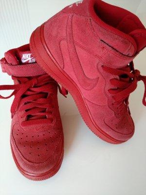 Rote Nike Air Force aus Wildleder