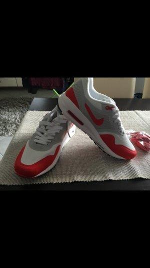 Rote Nike Airmax ohne Etikett