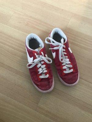 Rote Nike Blazer, Gr 38,5